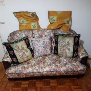Sofá Y 3 almohadones Para Living En Muy Buen Estado!
