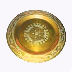 plato en bronce concavo con relieve