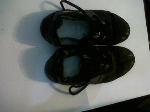 """zapatillas """"halfpipe"""" nro 40 con detalles de uso."""