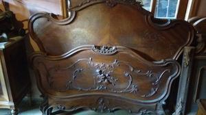 Cama antigua hermosa c/mesa de luz