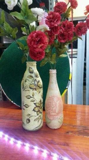 Floreros, botellas decorativas.