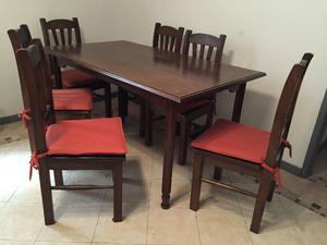 Juego de mesa con seis sillas
