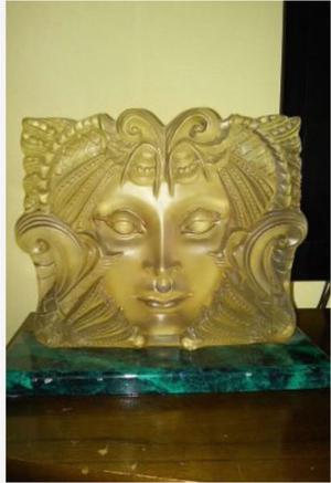 Lampara decorativa en forma de máscara