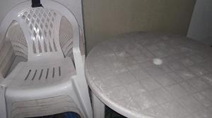 Vendo mesita de jardin con 4 sillas de plastico