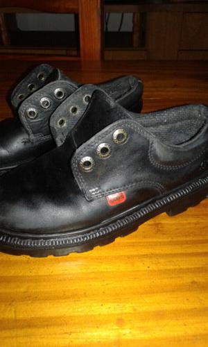 Zapatos de cuero kickers