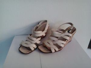 Sandalias cuero talle 36 color crudo