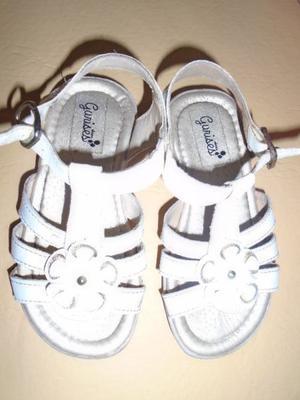 Sandalitas de nena