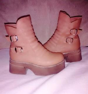 Vendo botas color marrón