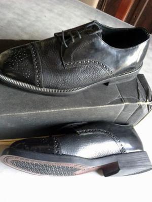 Zapatos negros Nro 40, en buen estado - Tel.  o