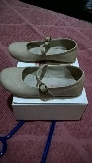 excelentes zapatos de nena