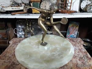 Figura De Bronce Mujer Con Discos Con Base De Mármol.