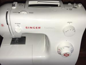 Maquina de coser Singer Mod  Tradition.
