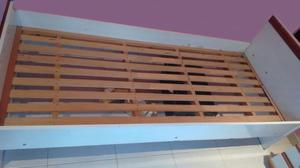 Vendo cama de madera laqueada color blanco