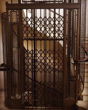 puertas de ascensor para decoracion o seguridad