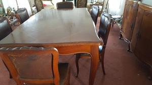 Juego de living compuesto de mesa y seis sillas