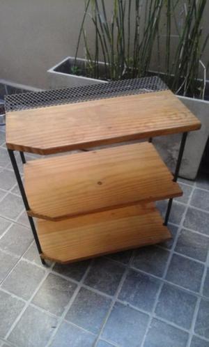 Mesas de luz estantes de madera y hierro
