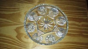 Plato de vidrio tallado