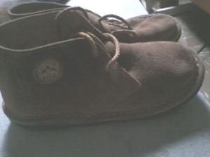 Vendo botas de gamuza de niño en Boulogne.