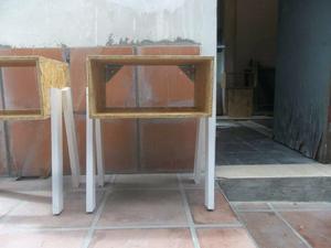 Vendo dos sillas y dos mesitas de luz