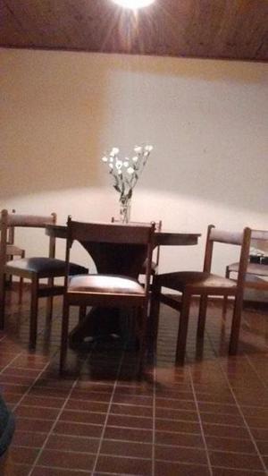 vendo juego de comedor. mesa y sillas macizas