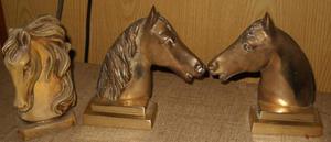 3 figuras de caballo(2 de bronce,1 de ceramica)