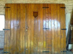 Antiguo Porton de Garage en madera maciza (cedro) todos sus