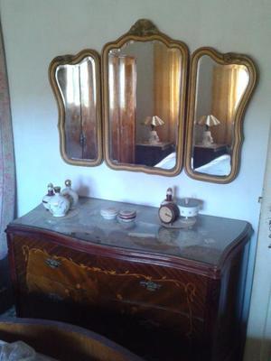 Juego de dormitorio antiguo impecable (cama, placard, mesas