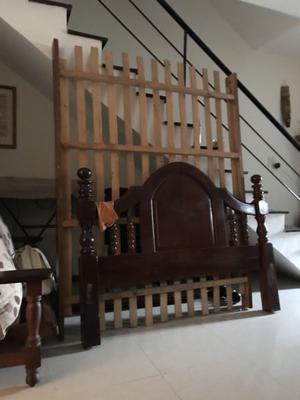 Juego de dormitorio de 2 plazas en algarrobo con dos mesas