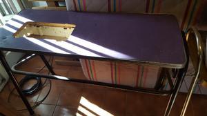 Mesa usada para máquina de coser.