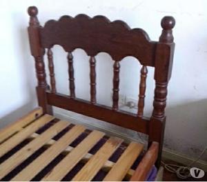 cama de algarrobo y mesa de luz
