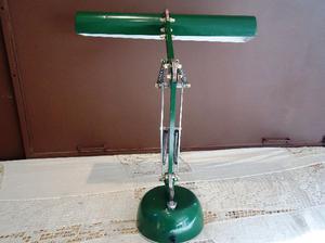lámpara de escritorio articulada