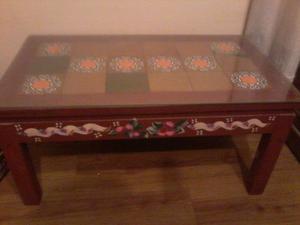 mesa ratona de madera rectangular