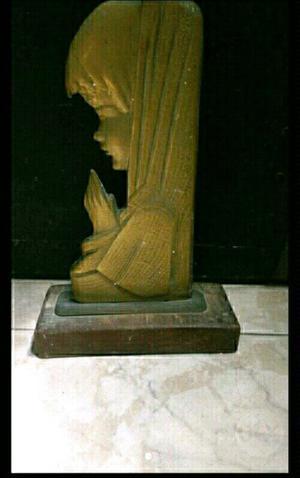 Figura de la virgen María niña en bronce