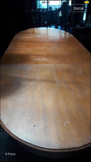 Hermosa mesa de comedor construida de roble. Mide 3,20 m de