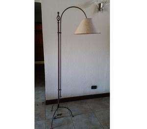 LAMPARA DE PIE HIERRO FORJADO