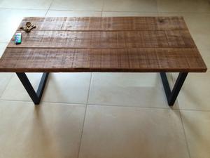 Mesa ratona rustica de hierro y madera pinotea 1m posot for Mesas de hierro y madera