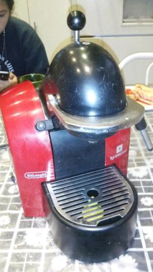 Practica cafetera express de la marca Nespresso