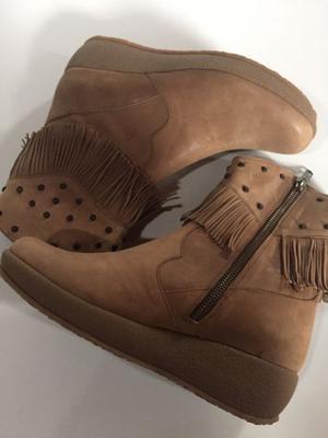 Zapato de cuero y flecos 36