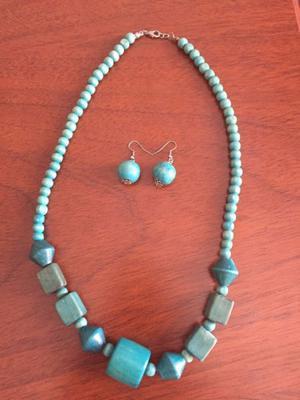 Conjunto de collar y aros