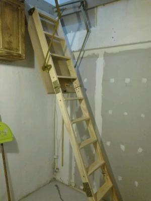 Escalera plegable para altillo con baranda y contramarco