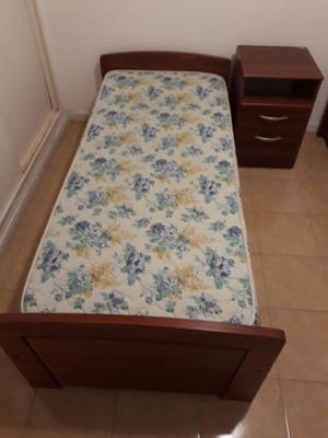 Vendo 2 camas 1 plaza y mesa de luz!!!
