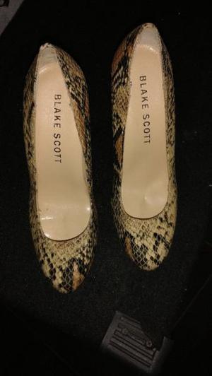 Vendo zapatos stileto muy buen estado casi sin uso