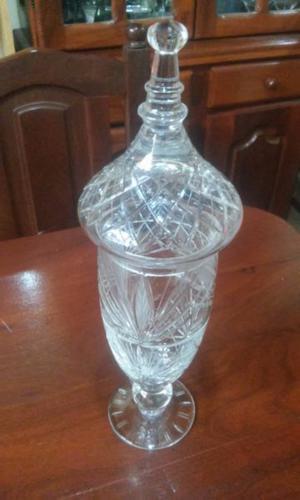 potiche antiguo de cristal labrado Mide: 45 cm de alto