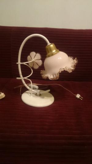 2 Veladores Antiguos con tulipa de flor
