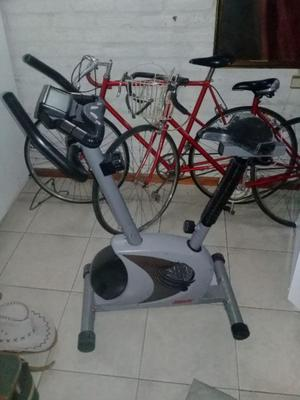 Bicicleta fija prácticamente nueva