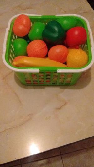 Frutas y Verduras con canasto de compras - aprovechar precio