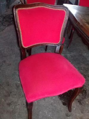 Juego de mesa y sillas antiguas