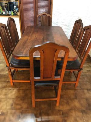Juego de mesa y 6 sillas de Algarrobo