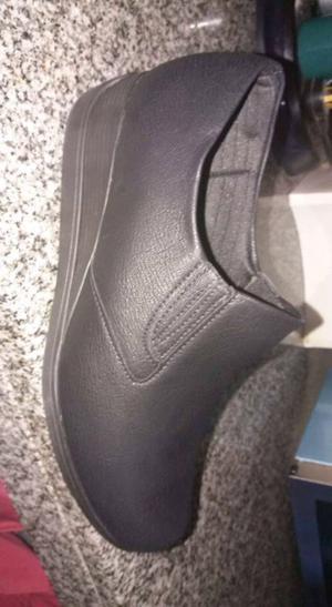 Las botitas sin usar y zapatos un solo uso
