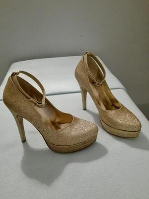 Zapatos de Fiesta Dorados con Pulsera